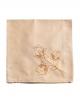 Serviette carré couleur beige brodée en fil orange vif sur une fine percale de coton, confectionné en France