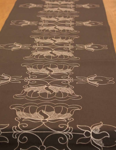 Table runner Lotus / Grey, in pure cotton. Made in France.