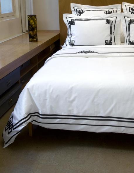 housse de couette night day 24 en satin de coton blanc et. Black Bedroom Furniture Sets. Home Design Ideas