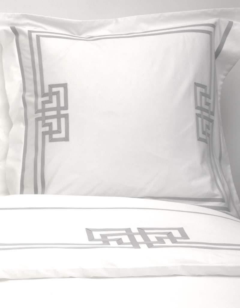 taie d 39 oreiller carr brume n 3 par badam ts en satin de coton. Black Bedroom Furniture Sets. Home Design Ideas