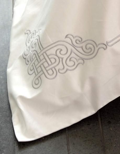 Housse de couette naadam brod e 240 220 satin coton made for Housse de couette blanche brodee