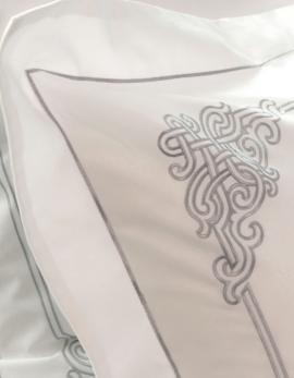Taie d'oreiller rectangulaire brodée NAADAM / ARGENT