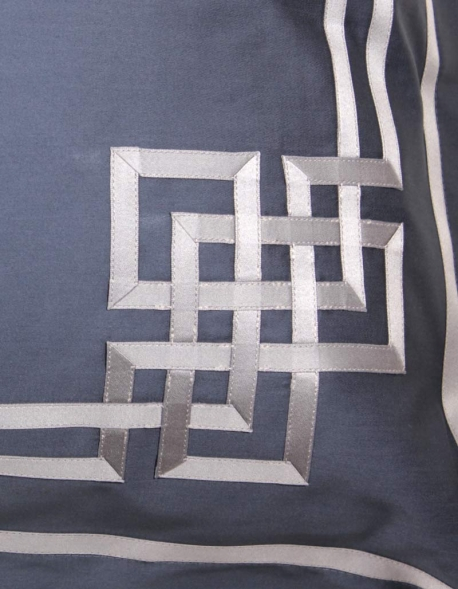 Taie d'oreiller rectangulaire AIGUE MARINE N°24 brodée de ruban gris