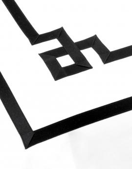 Housse de couette brodée NIGHT&DAY 4 en satin de coton et ruban noir fabriqué en France