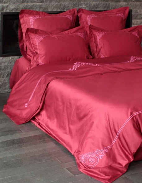 housse de couette couleur bordeaux brod e rose lilas. Black Bedroom Furniture Sets. Home Design Ideas