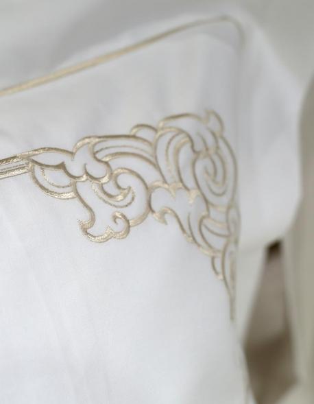"""Taie d'oreiller carrée blanche brodée or """"Art Nouveau"""""""